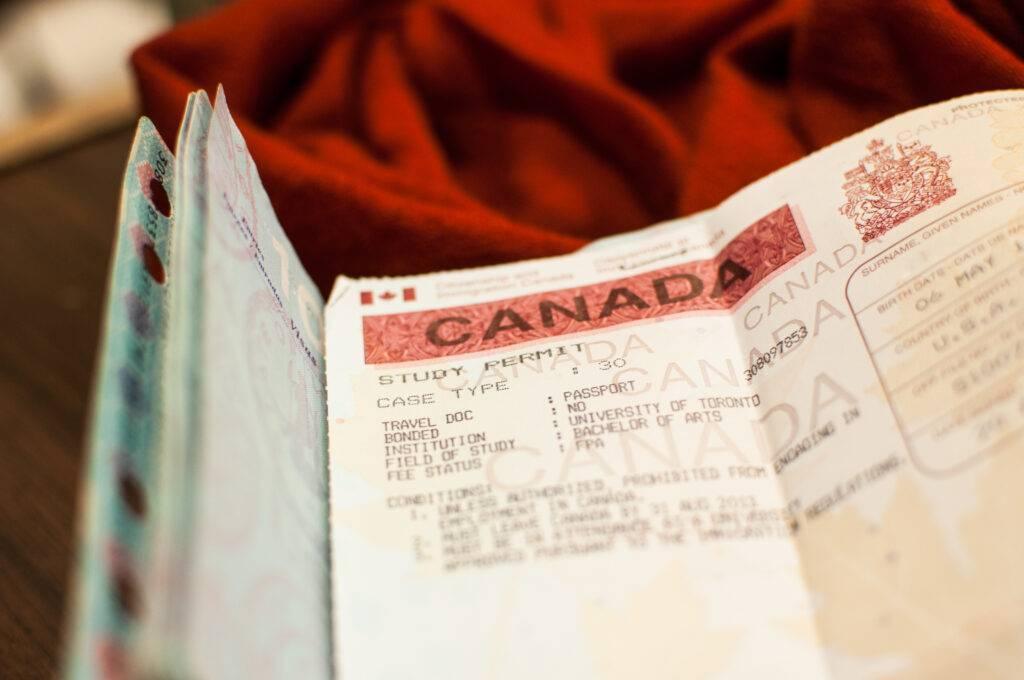 هل يجب على اللاجئ الحصول على تصريح للدراسة في كندا ؟
